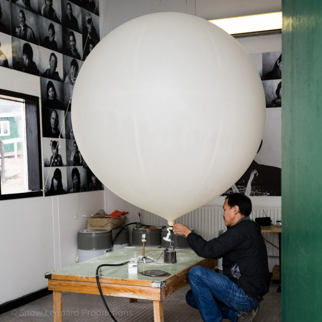 Preparation of the weather balloon